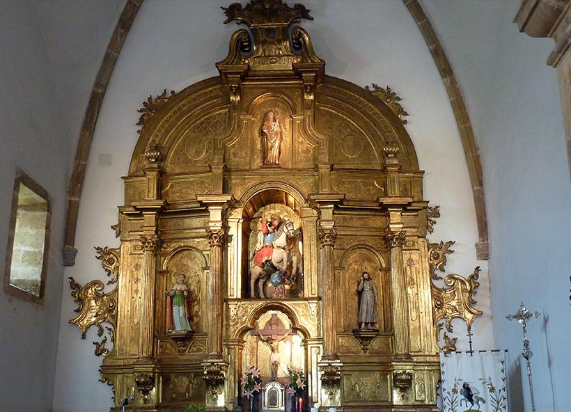 Altar Mayor de la Iglesia de Villazón restaurado en 2009 por Doña Magdalena Aguirregomezcorta una vez fuera promovido por la Dirección General de Patrimonio Cultural del Gobierno del Principado de Asturias.