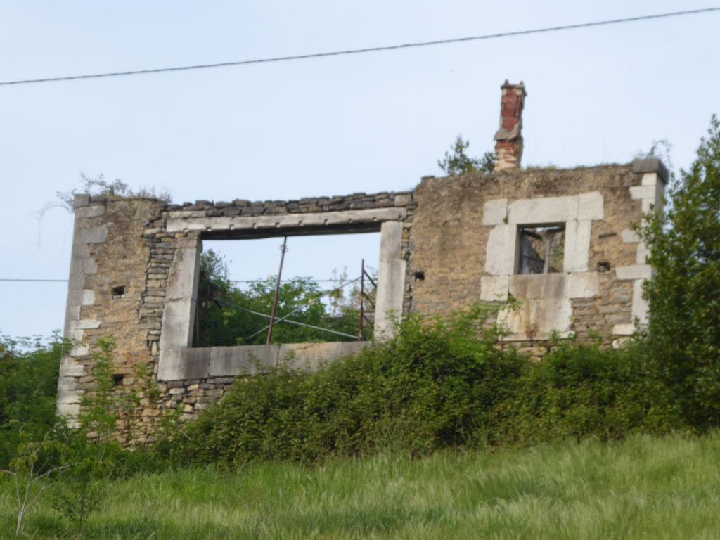 El Arbodal. Ruina. Desde la carretera. ES-06
